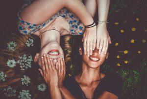 Gli adulti che vogliono migliorare il loro sorriso possono farlo con le mascherine trasparenti Invisalign
